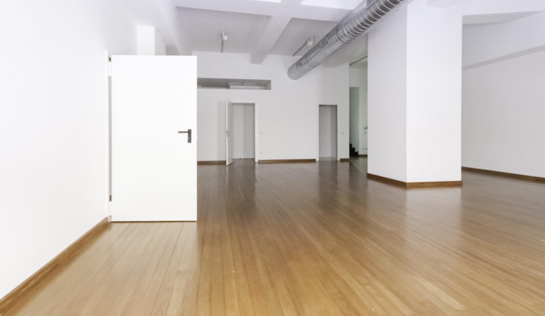 Milano - Via Mazzini - Negozio 3 vetrine - KM Real Estate